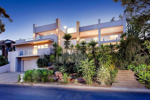 Luxurious 3 level Mansion in Burnside