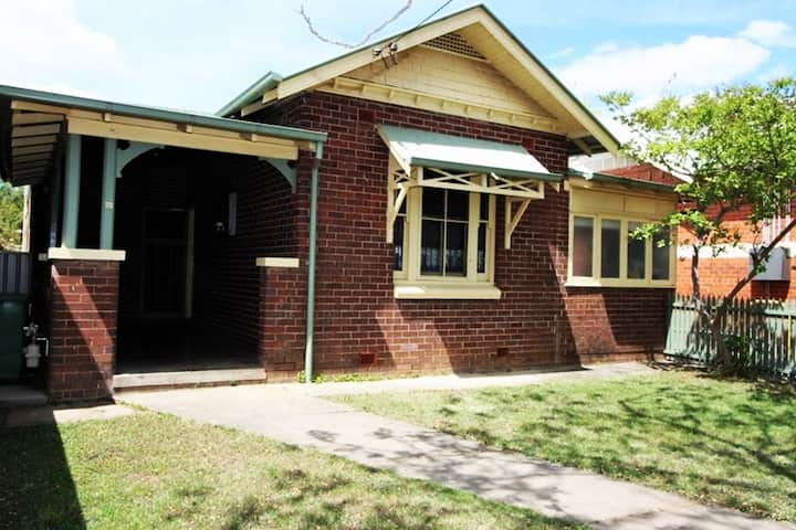 NEW! Fairmont Cottage - Central + medical precinct