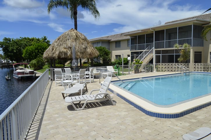 Cape Coral Canalfront Affordable 2/2 Condo