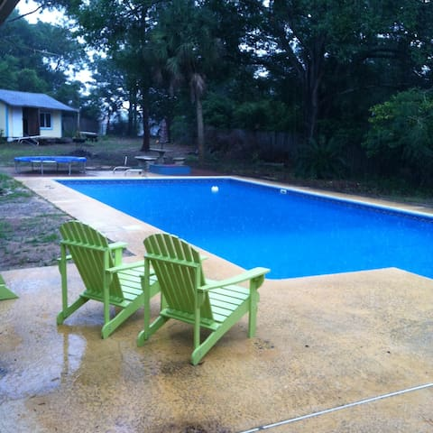 Large home close to beaches, shopping and (NAS) - Pensacola - Dom
