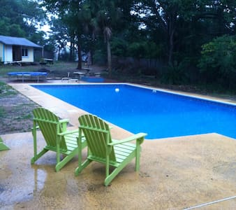 Large home close to beaches, shopping and (NAS) - Pensacola - House