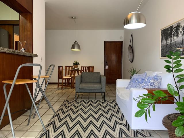 Charming flat one block from IPANEMA BEACH!