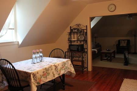 The Loft: your home in the heart of Amish Country - Gordonville - Apartment