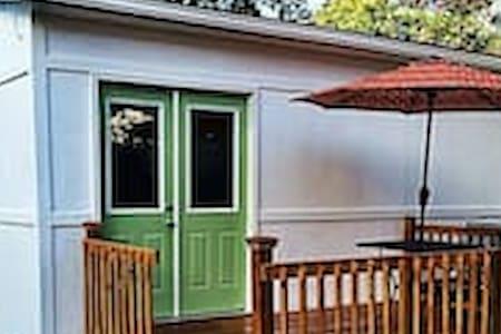 Tiny House Big Easy Living Mins to FQ 17STR-03645