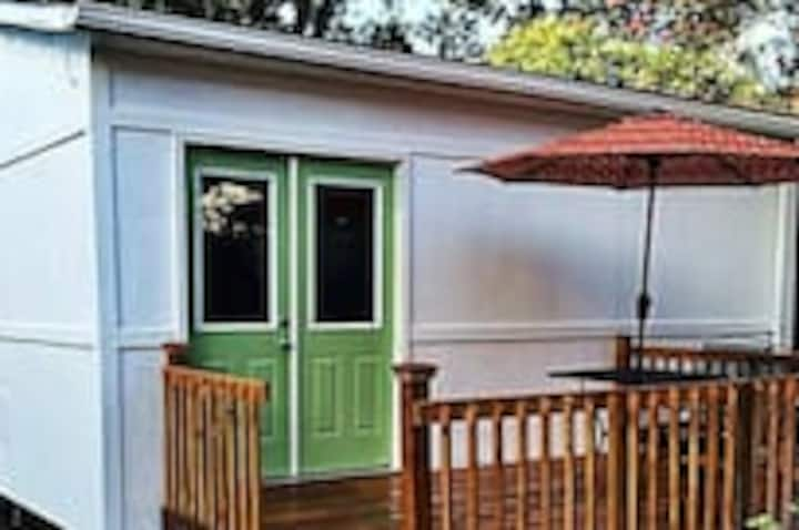 Tiny House Big Easy Living Mins to FQ 17STR-03645