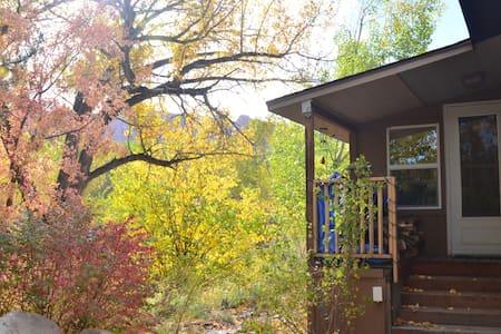 A Creekside Retreat B&B- Breakfast, Views, Comfort - Moab