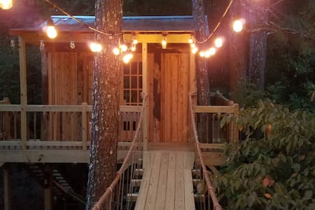 Treasure Hunt Tree House in Metro Atlanta