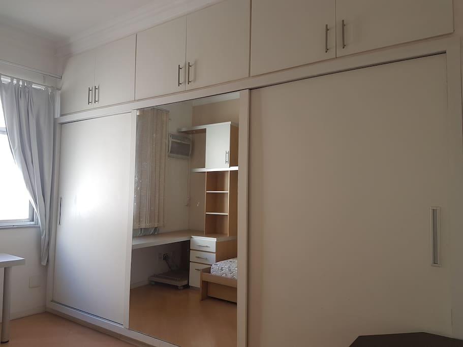 Guest Room - Wardrobes