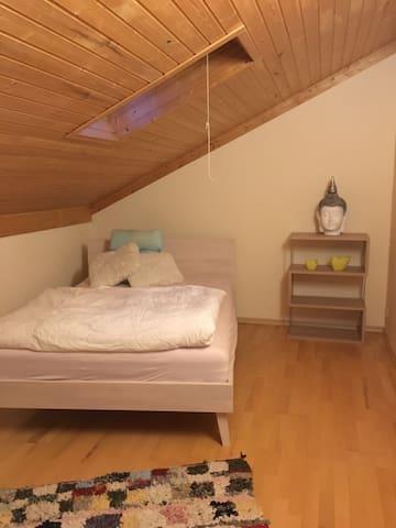 Schönes Dachzimmer Nähe ZH/LU - Affoltern am Albis - Lejlighed