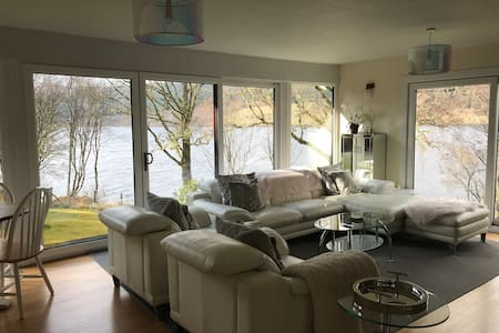 Outstanding waterside lodge with fishing rights