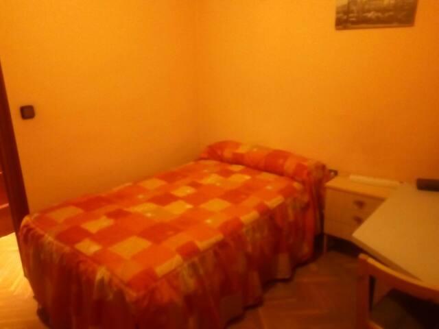 HABITACION DOBLE CONFORTABLE AMUEBLADA, INTERNET - Alcalá de Henares - Wohnung