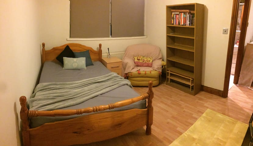 Spacious double room in excellent location