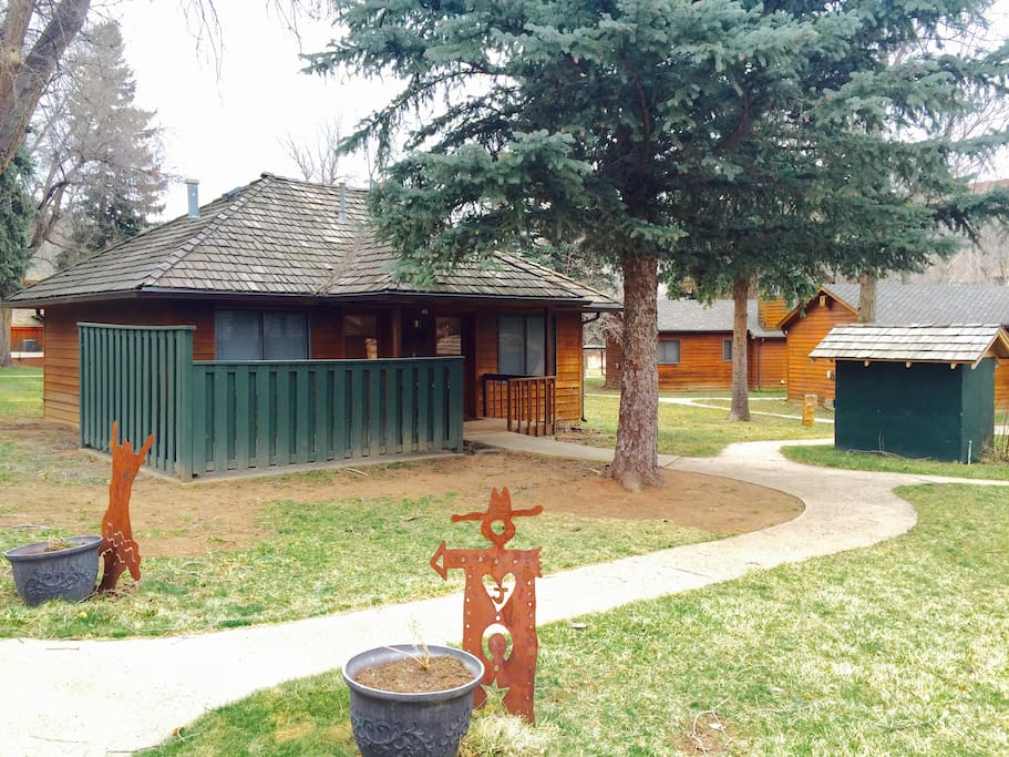 Dinty 39 s place a cozy ranch cabin near the river for Loveland co cabin rentals