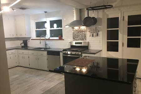 Renovated house near everything! - Richmond - Haus