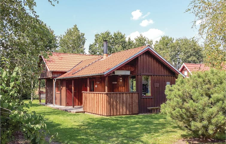 Holiday cottage with 3 bedrooms on 54m² in Hovborg