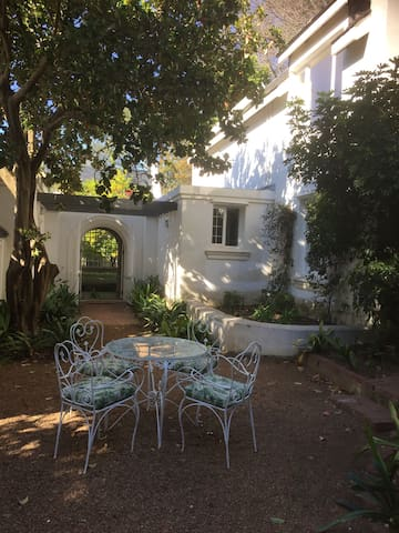 Beautiful Private Apartment / Garden Cottage