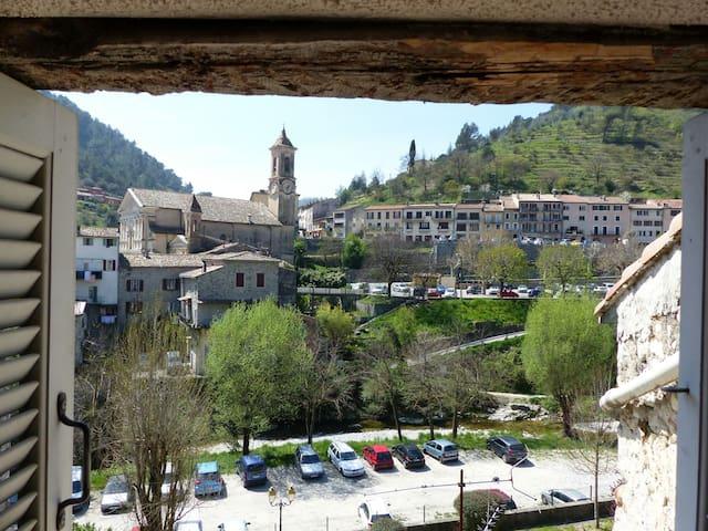 entre mer et montagne - L'Escarène