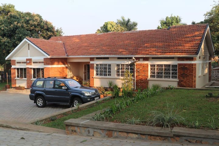 Sunny Family Bungalow