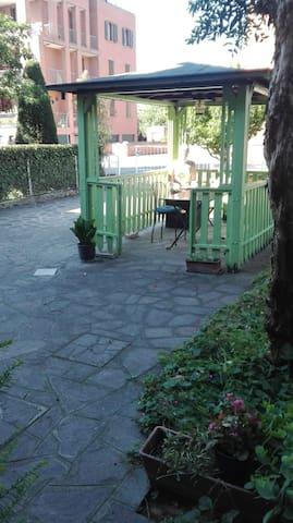 gazebo giardino privato