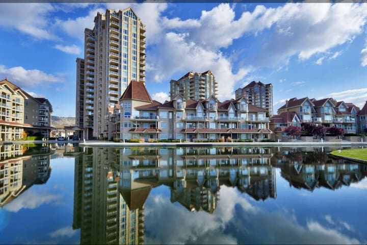 DT Waterfront Resort! Large Spacious Condo / Pool