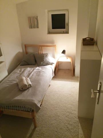 kleines Zimmer zentral/ Cosy room near tradefair