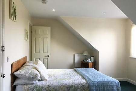 Grimsby En-suite Double Room Wi-Fi/Secure Parking - Healing