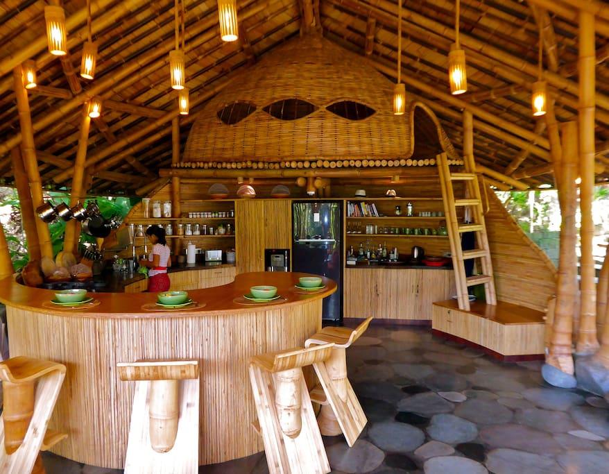 Bali Living Pavilion: kitchen