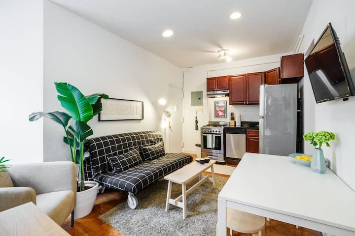 LES Well-Designed Flat, 3br, 5beds, Sleeps 9!