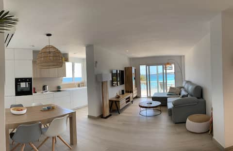 NEW BEACH FRONT APARTMENT! 20 - 30 April Discount