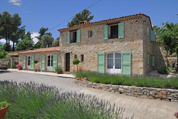 Provencal air-conditioned villa with private pool and stunning views