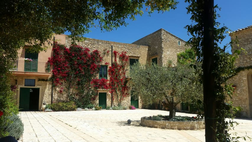 Lovely flat in amazing old estate - Giulfo - Vila