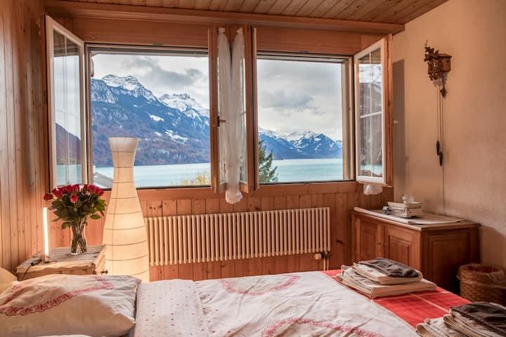 Schöne Unterkunft mit Aussicht auf See und Berge