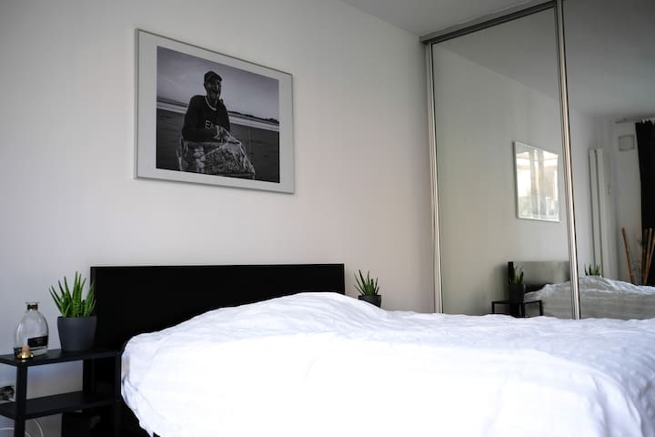 Beautiful Renovated Room / Perfect Location
