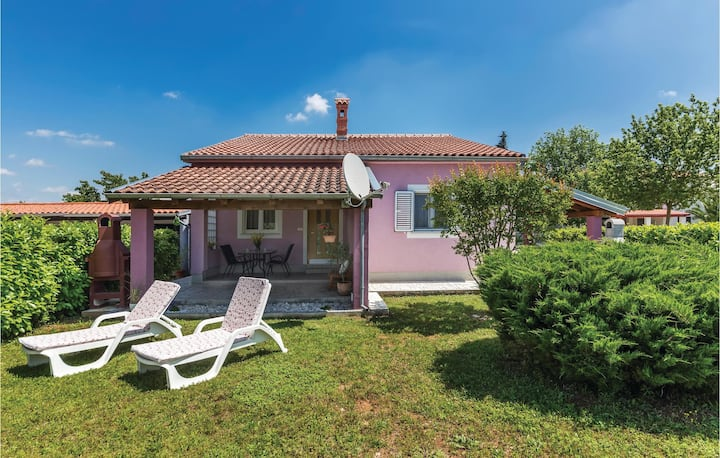 Beautiful home in Valbandon with WiFi and 2 Bedrooms