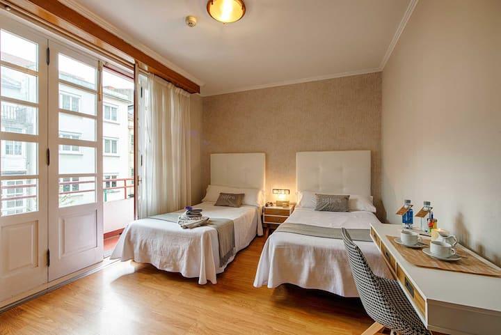 Habitacion doble con baño. Limpieza diaria.
