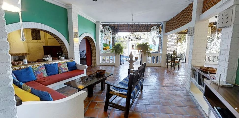 COLORFUL MEXICAN STYLE  2BR/3BA/Pool/Garden/Terace