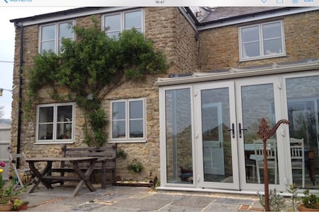 Light, sunny, warm and comfortable cottage with views. - Beaminster - Rumah