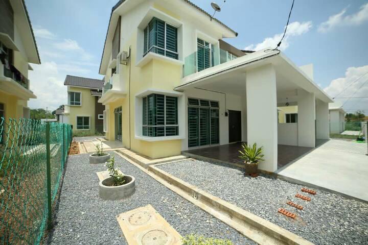 Compact House 103A