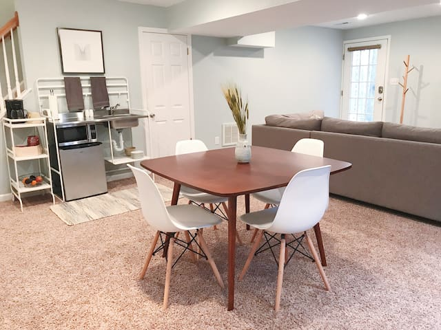 Clean modern suite—private, near UVA & downtown