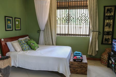 Cozy Entebbe Studio near Airport - Apartment