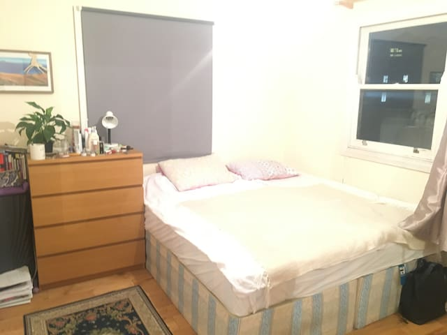Private room for two in Kings Cross.