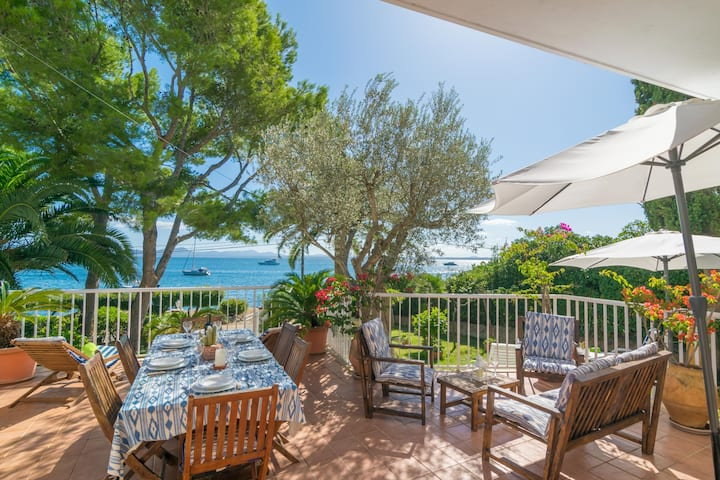 BELL-PUNT - Comfy seafront beach house with private terrace and garden. Free WiFi