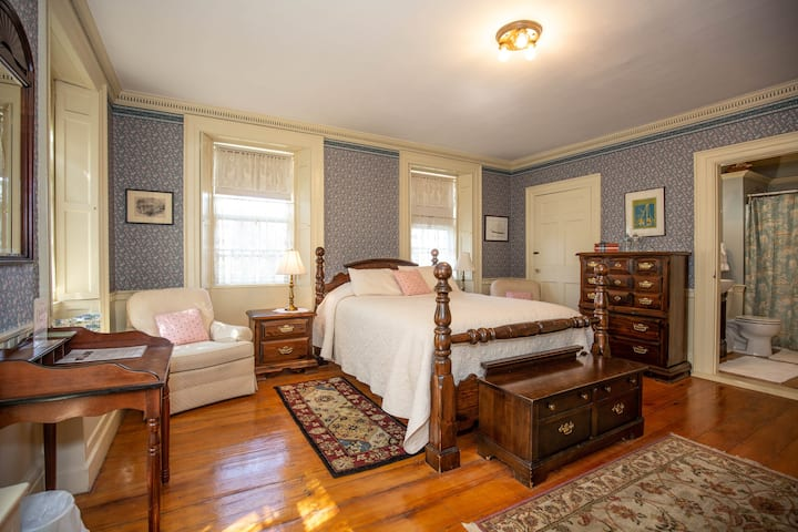 Clark Currier Inn - Melissa Room