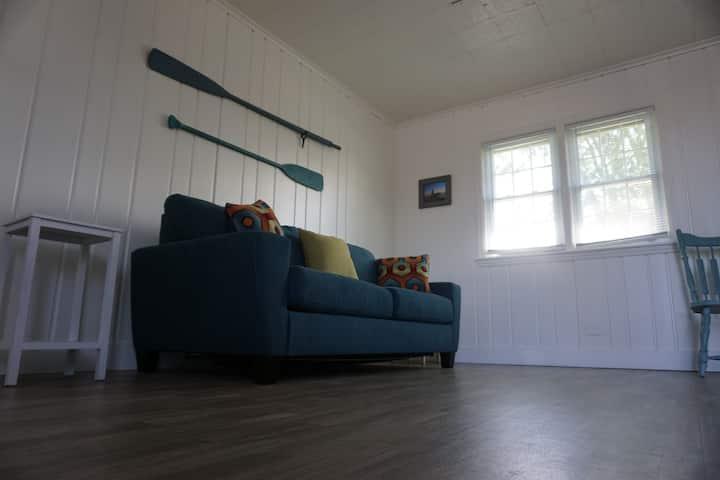 Unit #4, 1 Bedroom, Upper Court, Ludington Beach House