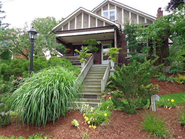 Elegant & Charming Century Home - Guelph - House