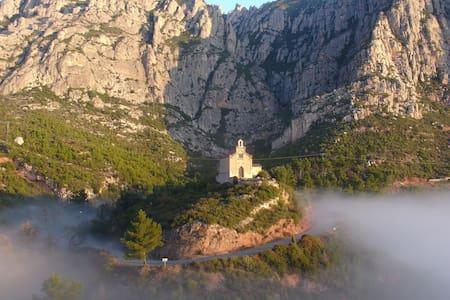 Viu la Muntanya de Montserrat. - Haus