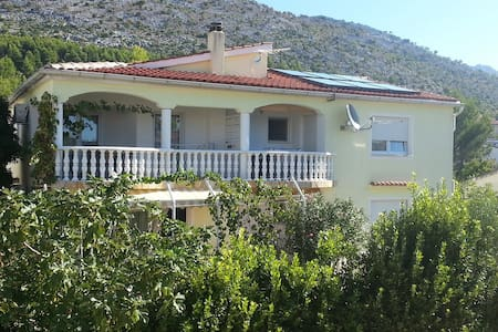Apartment for 2-4 persons. Quiet location. - Starigrad - อพาร์ทเมนท์