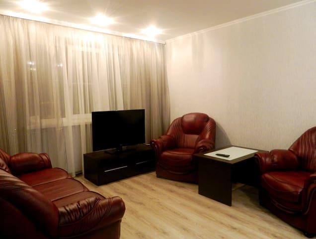 Квартира преммиум класса на сутки в центре города - Homieĺ - Apartamento