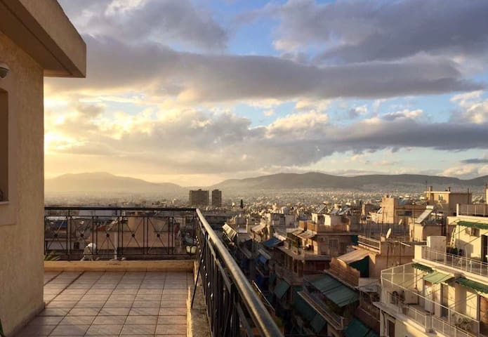 Top-Floor Apt View (2BD, Parking) - Atenas - Apartamento