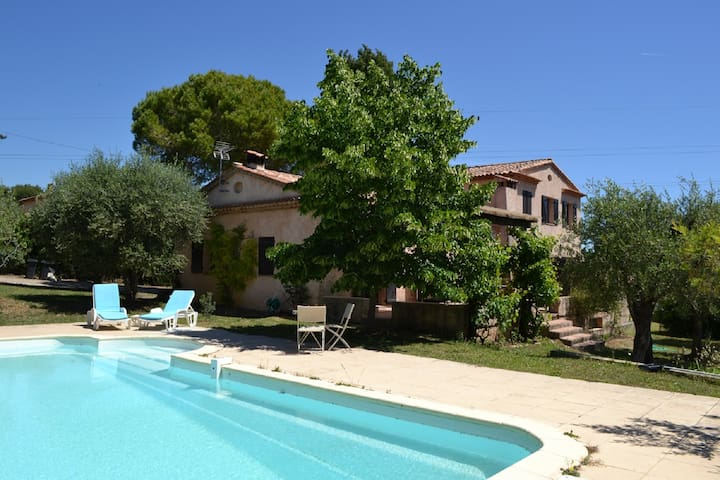 Big and quiet Villa in an olive grove - La Roquette-sur-Siagne - วิลล่า
